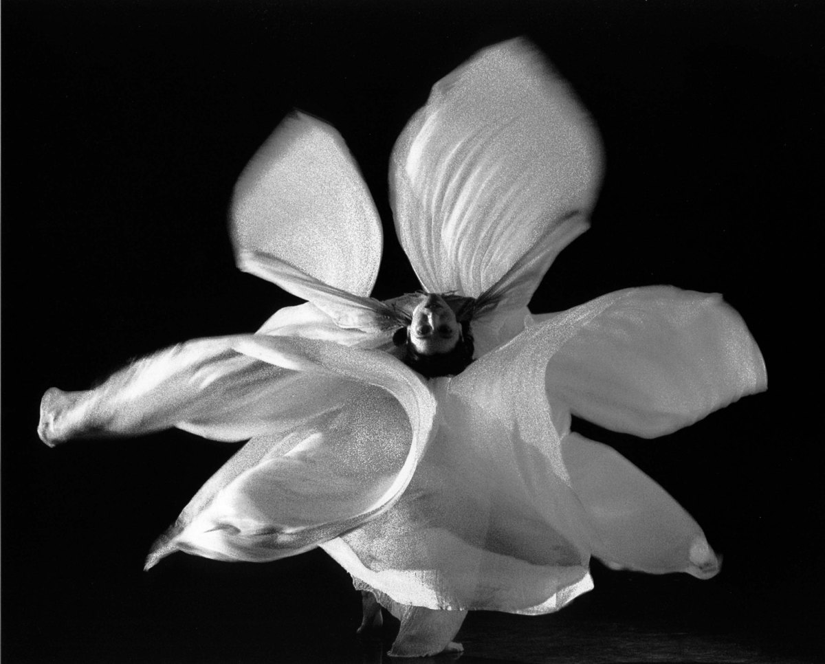 Amazing Vintage Photos of Loïe Fuller and the Serpentine Dance