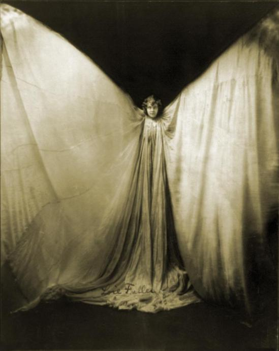 loie-fuller-1862-1928-wearing-large-everett