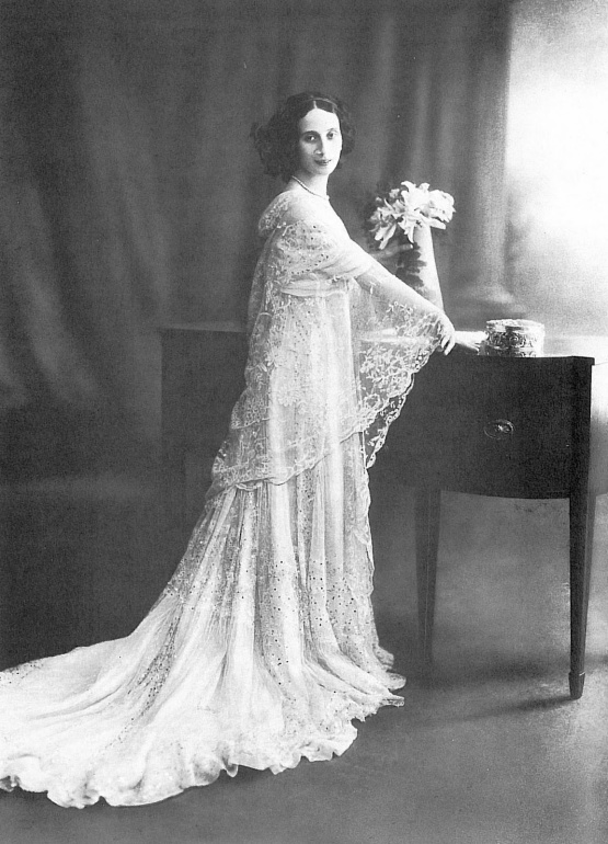 anna in her wedding dress
