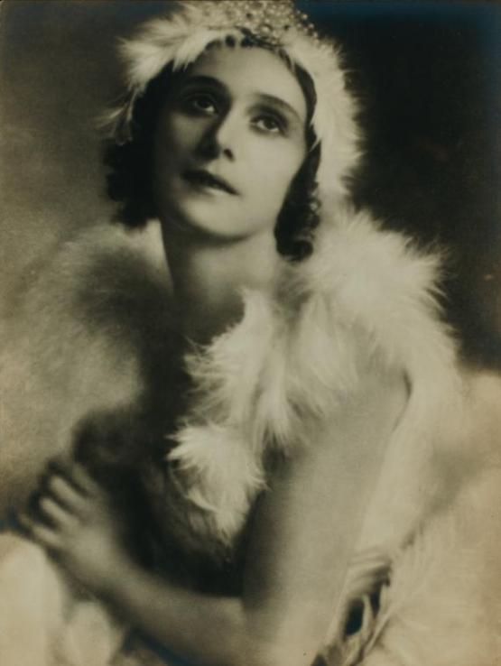 Anna Pavlova, costumed as The dying swan (5)