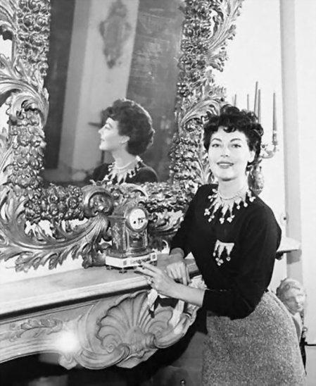 Ava Gardner sm mirror1
