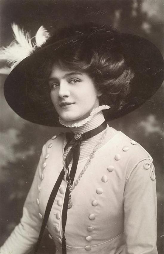 Lily_Elsie_-_Postcard_-_Postmarked_Birmingham_Sept_1909