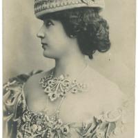 Amazing Vintage Photos of La Belle Otéro