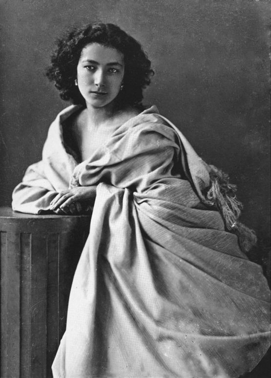 https://fromthebygone.files.wordpress.com/2013/10/361f9-734px-sarah_bernhardt_by_fc3a9lix_nadar_2.jpg