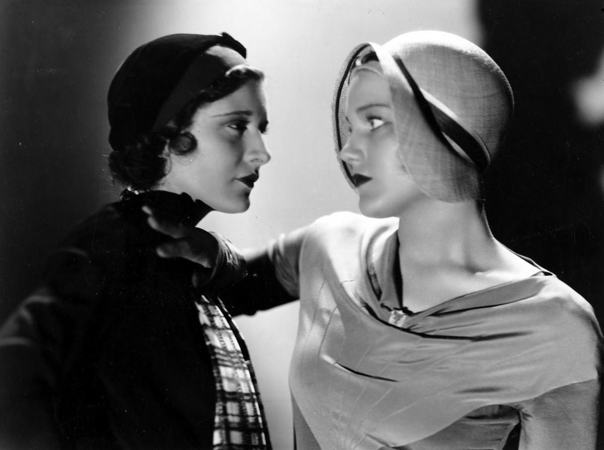 The 1920s Popular Cloche Hat - Vintage Photographs
