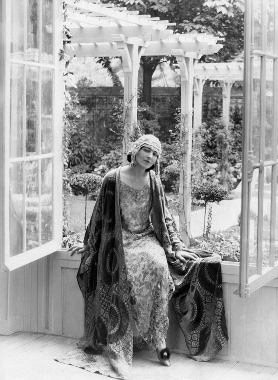Ida_Rubinstein_1922b