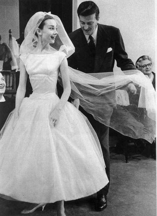 https://fromthebygone.files.wordpress.com/2014/02/4b9fe-4-audrey2bhepburn2bin2bfunny2bface2bwedding2bdress25b15d.jpg