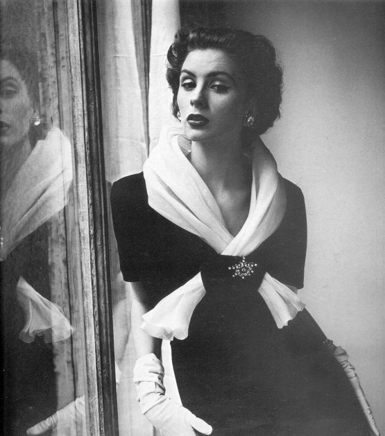henry_clarke_1952_suzy_parker_wearing_givenchy-211103205_large1
