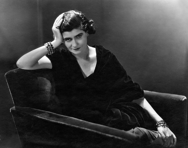 amazing vintage photos of iconic designer gabrielle coco chanel from the bygone. Black Bedroom Furniture Sets. Home Design Ideas