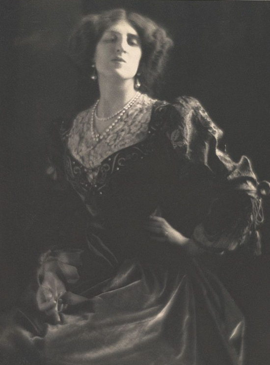 Lady_Ottoline_Morrell_by_Adolf_de_Meyer_circa_1912