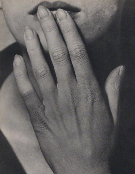 lee-miller-hand-1929-man-ray-1368307757_b