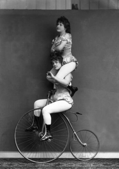 circo-trickcyclists-c1891