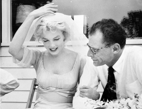 Picture Of Marilyn Monroes Ring From Arthur Miller