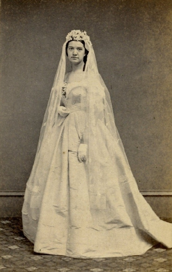 1860s Original Vintage Albumen Carte De Visite Of A Lovely Young California Bride In Her Flowing White Wedding Dress Taken By The Pioneer Daguerreotypist