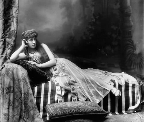 circa 1895: Actress Lillie Langtry as Cleopatra. (Photo by Hulton Archive/Getty Images)