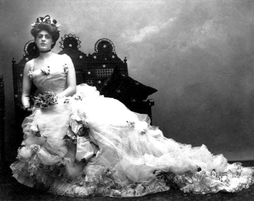 ca. 1900-1910 --- A portrait of actress Ethel Barrymore in a lovely Edwardian gown. She and her brothers, John and Lionel, dominated the American theater in the early 20th century. --- Image by © CORBIS