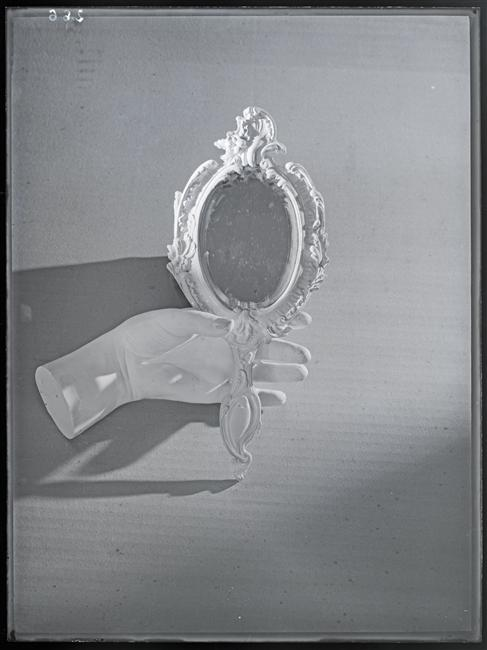 untitled-hand-and-mirror-1934