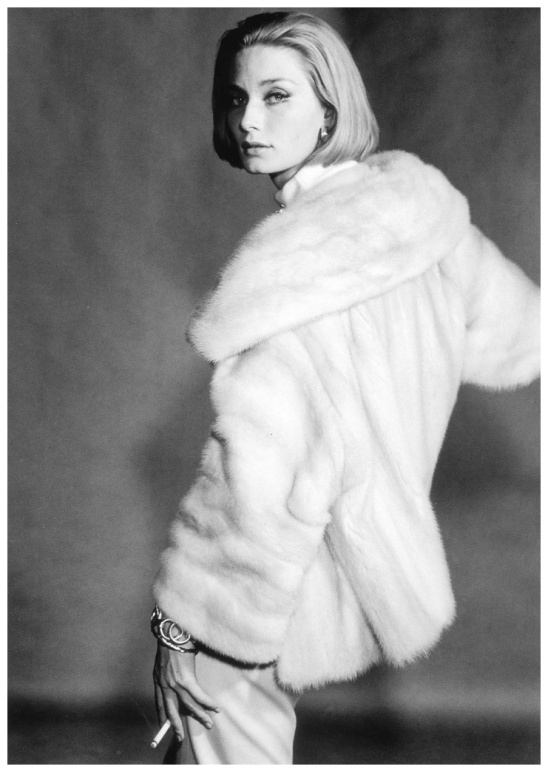 tania-mallet-in-a-canadian-pearl-mutation-mink-with-wide-set-in-sleeves-and-huge-square-collar-from-the-national-fur-co-photo-by-vernier-vogue-uk-august-1961