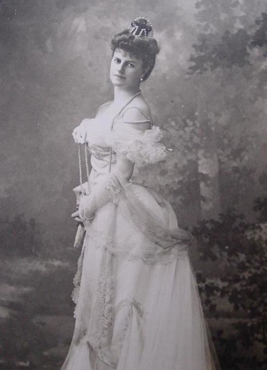 comtesse-greffulhe-by-nadar_med