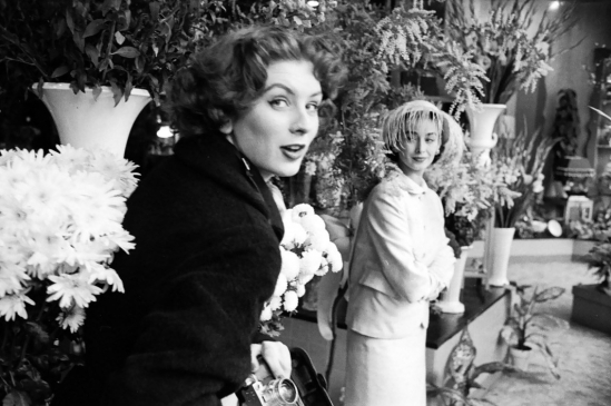 suzy-parker-left-holds-a-camera-while-her-sister-dorian-also-a-successful-model-stands-nearby-in-1953-photo-courtesy-of-life-com