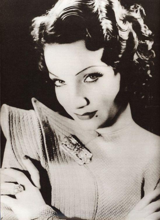 ANNEMARIE HEINRICH - Carmen Miranda1934