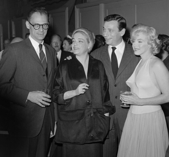 (FILES) US actress Marilyn Monroe (R), h