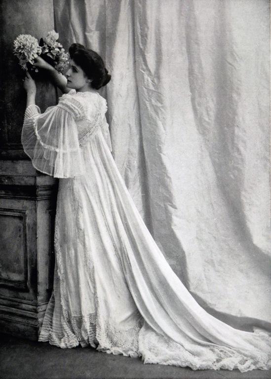 robe_dinterieur_par_redfern_1903_2_cropped
