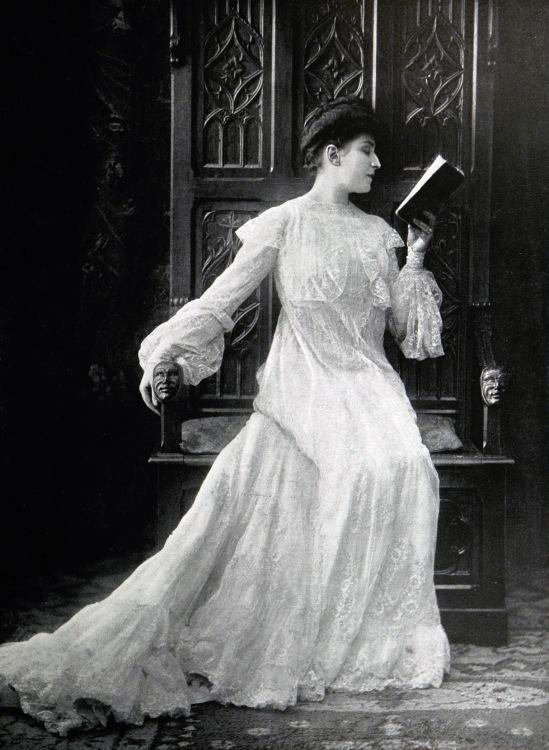 robe_dinterieur_par_redfern_1903_cropped