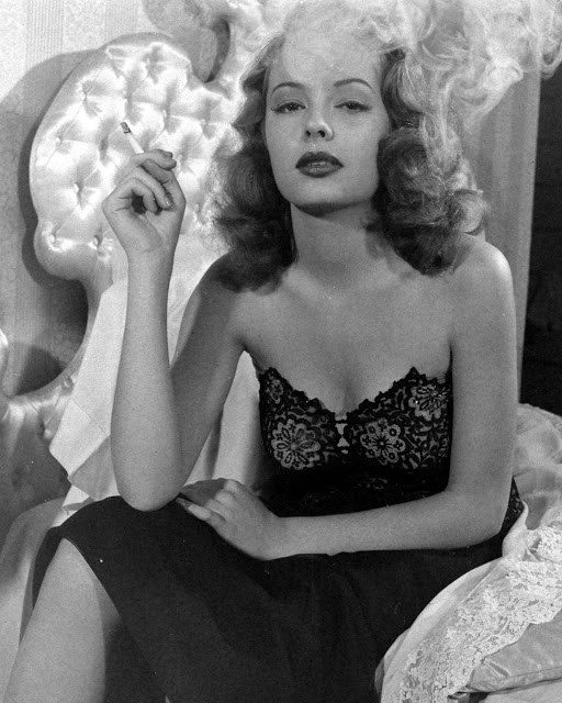 Jane Greer in Out of the Past 1947 (2)