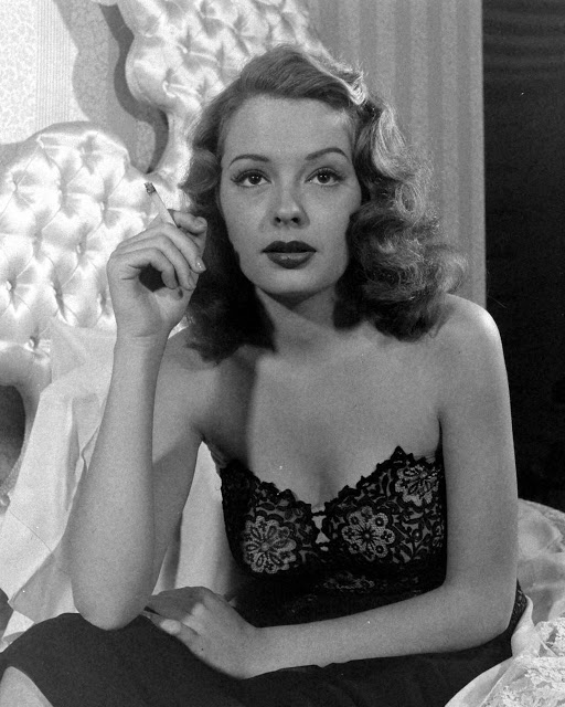Jane Greer in Out of the Past 1947 (3)