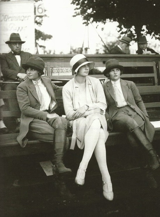 Street fashion, ca. 1920s (2)
