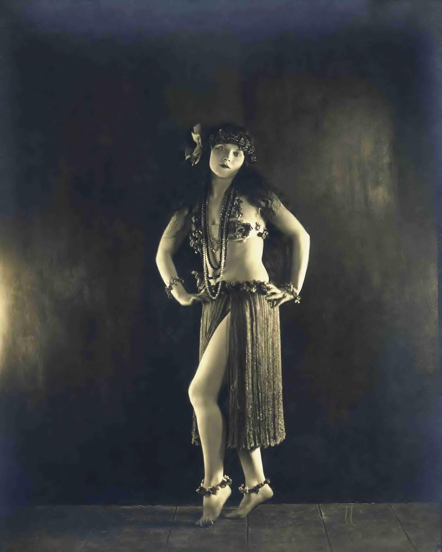 Ziegfeld Star - Gilda Gray - by James Abbe