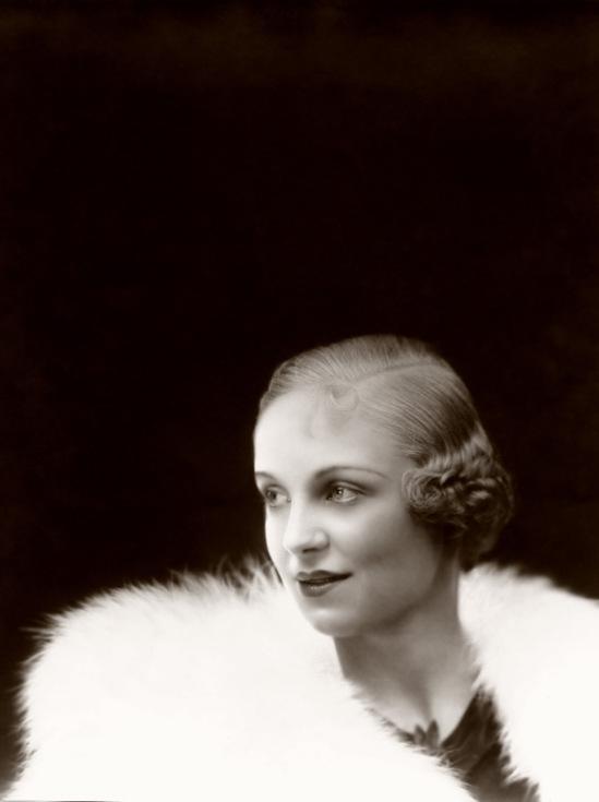Ziegfeld Model - Non-Risque - by Alfred Cheney Johnston