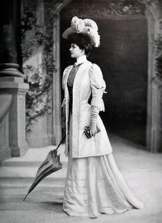 Robe_d'après-midi_par_Redfern_1905_