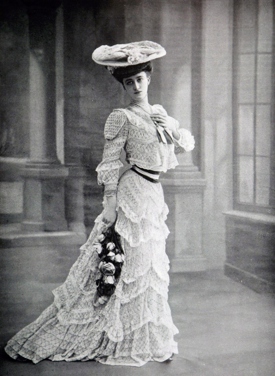 Robe_d'après-midi_par_Redfern_1905_cropped