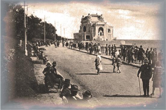 Historic_Picture_Constanta_Casino_Boardwalk_with_Patrons
