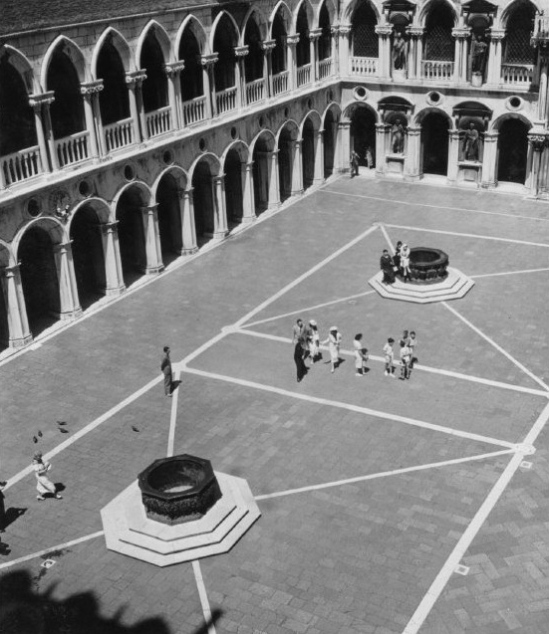 ITALY. 1933. Courtyard in Venice.A-IT-VEN-031A