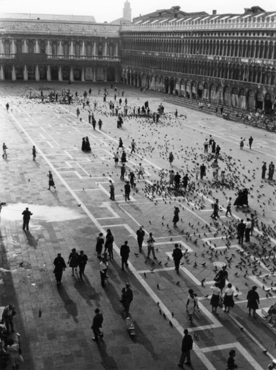 Piazza-San-Marco-Venice-1961-by-Edwin-Smith-C28307
