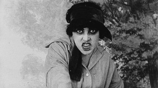 1024px-Musidora_-_Irma_Vep_-_Les_Vampires